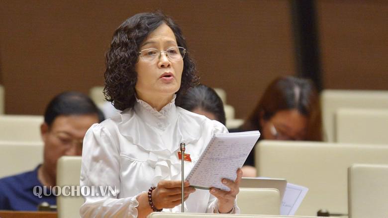 Đại biểu Trần Thị Quốc Khánh phát biểu tại phiên thảo luận