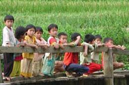 Các nghiên cứu quy mô nhỏ của Liên hợp quốc cho thấy, trẻ em gái được sinh ra chịu nhiều thiệt thòi hơn.