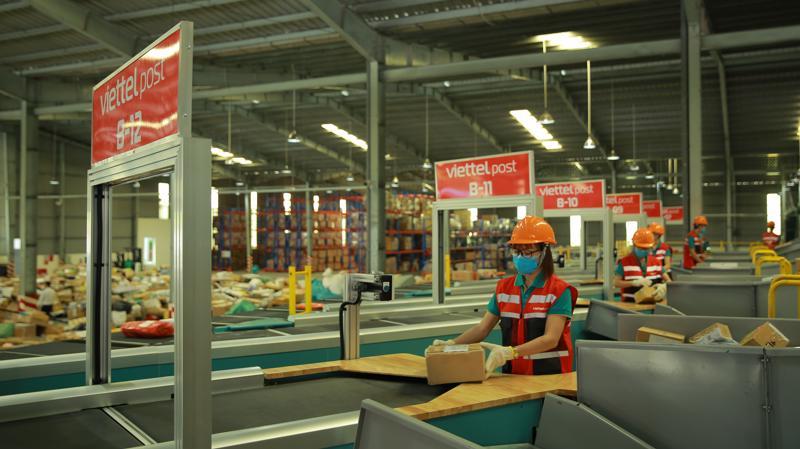 Hệ thống băng chuyền chia chọn tự động tại Trung tâm Logistics miền Nam được kết nối đến khách hàng hoàn toàn tự động