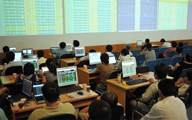 Trên thị trường chứng khoán niêm yết, nhà đầu tư nước ngoài đang bán ròng kể từ đầu năm và bán mạnh kể từ đầu tháng 8.