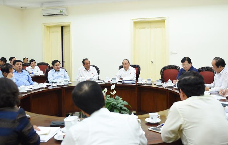 Thủ tướng Nguyễn Xuân Phúc yêu cầu khẩn trương hoàn chỉnh dự thảo Chỉ thị của Thủ tướng về những nhiệm vụ  giải pháp chủ yếu thúc đẩy tăng trưởng các ngành, lĩnh vực nhằm thực  hiện mục tiêu tăng trưởng năm 201.