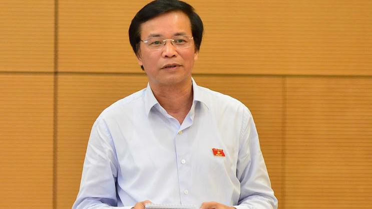 Tổng thư ký Quốc hội Nguyễn Hạnh Phúc trình bày tờ trình dự án luật - Ảnh: Quang Phúc.