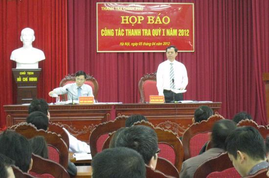 Tổng thanh tra Chính phủ Huỳnh Phong Tranh chủ trì buổi họp báo sáng 5/4.