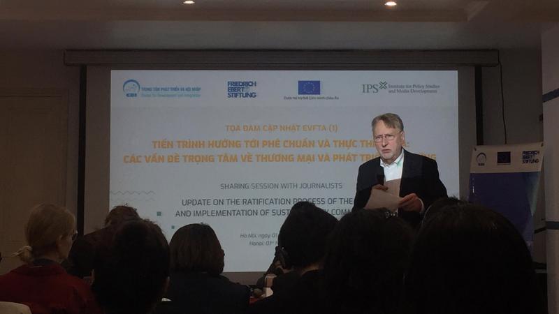 Ông Bernd Lange, Chủ tịch Ủy ban Thương mại quốc tế, Nghị viện châu Âu (INTA) tại tọa đàm sáng ngày 1/11.