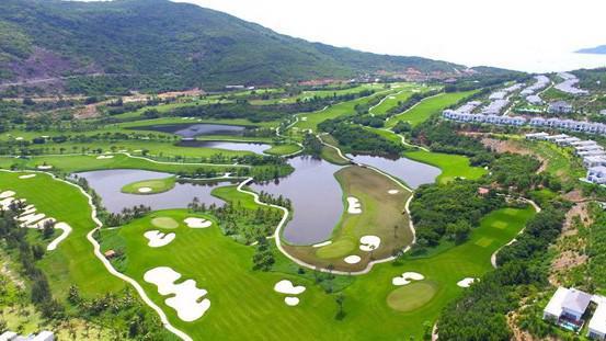 Với Vinpearl Golf Land Resort & Villas nằm trên đảo Hòn Tre, Vingroup đem lại cho chủ nhân một cơ hội kinh doanh bằng hàng loạt các chính sách cam kết lợi nhuận từ chủ đầu tư.