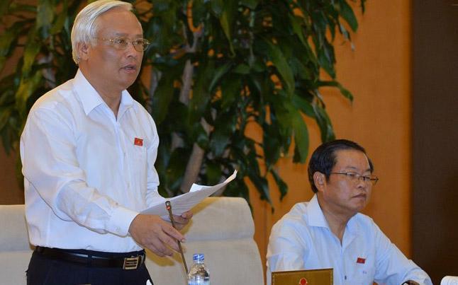 Phó chủ tịch Quốc hội Uông Chu Lưu nhắc đến thông tin có những xã từ đứa trẻ mới đẻ, người tàn tật, người cô đơn cũng phải đóng suất đinh xây dựng nông thôn mới khiến xã hội nặng nề.