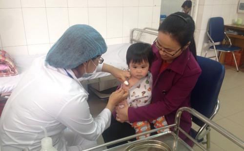 Loại vaccine này được dùng để ngừa 6 bệnh nguy hiểm ở trẻ em, gồm:  bạch hầu, ho gà, uốn ván, bại liệt, viêm gan B và viêm màng não do Hib.