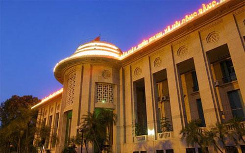 Theo ước tính của Ngân hàng Nhà nước, trước khi chặn hai kênh xuất nhập khẩu tự do và sàn vàng, mỗi  năm bình quân thị trường vàng Việt Nam nhập khoảng 100 tấn vàng, tương  đương khoảng 5 tỷ USD; 30 tấn cho nhập chính thức, còn lại là nhập lậu.