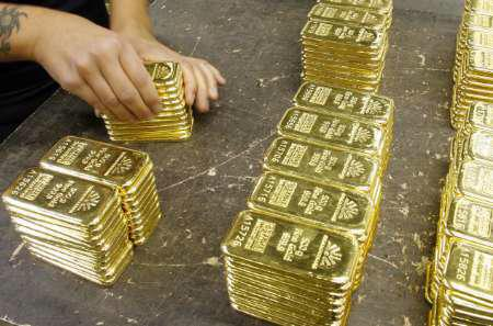 Hãng tin Reuters dẫn một báo cáo của ngân hàng Thụy Sỹ UBS cho rằng, giá vàng đã chậm trễ trong việc điều chỉnh giảm và cần giảm về mức 1.300 USD/oz trước khi tiến xa hơn - Ảnh: Reuters.