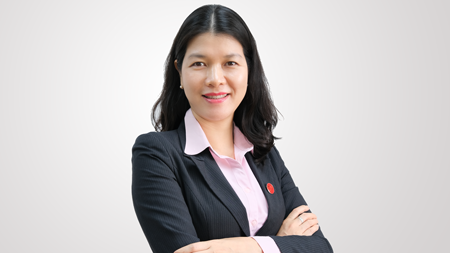 Bà Thu Huyền sinh năm 1979, Thạc sĩ Kinh tế, chuyên ngành Tài chính – Ngân hàng, Đại học Kinh tế Quốc dân Hà Nội.