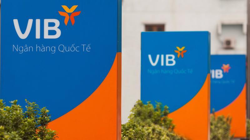 Cuối tháng 10/2018, tổ chức xếp hạng tín nhiệm quốc tế Moody's Investors Service công bố nâng mức xếp hạng tín nhiệm cơ sở (BCA) của VIB lên mức B1.