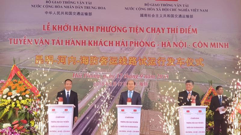 Lễ khởi hành phương tiện chạy thí điểm tuyến vận tải hành khách Hải Phòng - Hà Nội - Côn Minh (Trung Quốc) sáng 19/9.