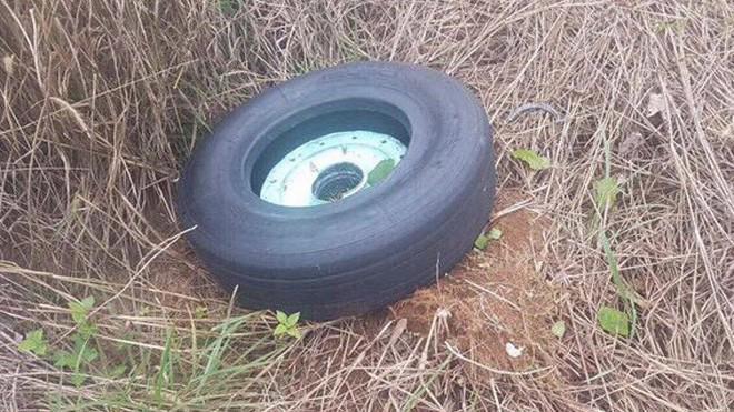 Tìm được 1 bánh của máy bay hãng hàng không Vietjet Aire tại khu vực bên trái đường cất hạ cánh số 9.