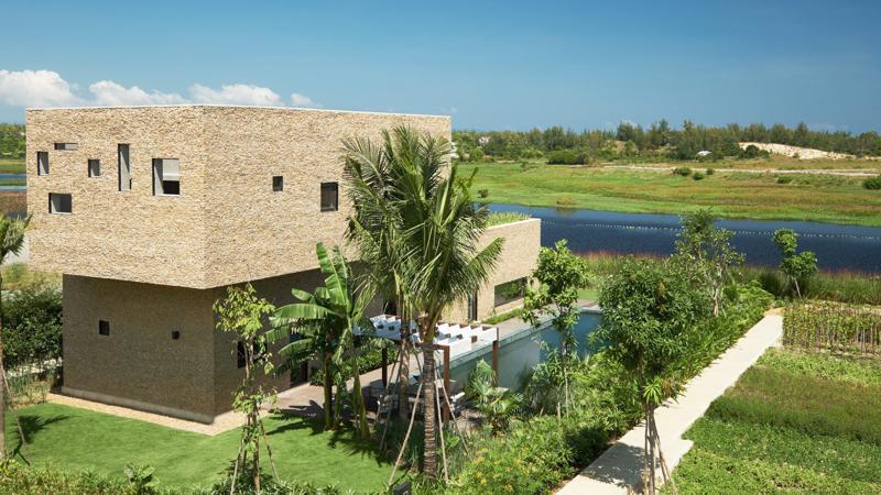 Đầu tư vào X2 Hội An Resort & Residence sẽ vừa tận hưởng cuộc sống sang trọng, vừa bỏ túi được một khoản lời khi tham gia dự án triển khai chương trình quản lý, cho thuê khách sạn tiêu chuẩn 5 sao kèm theo gói ưu đãi.