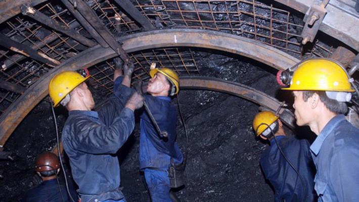Lương của lao động ngành than khá khiêm tốn chỉ hơn 10,8 triệu đồng/tháng.