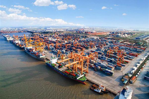 Vinalines sẽ tập trung phát triển và khai thác hiệu quả các cảng biển  do Tổng công ty hiện nắm giữ nằm ở những vị trí chiến lược và đóng vai  trò quan trọng đối với việc phát triển kinh tế vùng tại ba khu vực Bắc,  Trung, Nam.