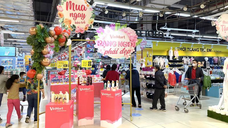 Hệ thống VinMart/VinMart+ đảm bảo thực hiện đầy đủ theo hướng dẫn của các cơ quan chức năng, thiết lập phòng dịch 5K tại tất cả các siêu thị và cửa hàng, đảm bảo không gian mua sắm an toàn cho khách hàng.