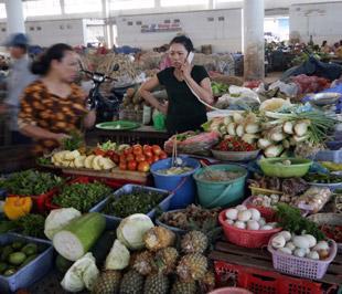 Khi kinh tế phục hồi thì khả năng lạm phát sẽ quay trở lại do các nguyên nhân ở trong nước cộng hưởng với yếu tố lạm phát trên thế giới - Ảnh: Việt Tuấn.