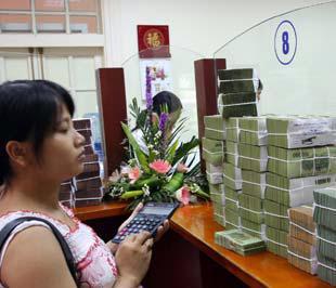 Với lãi suất vay vốn cao như hiện nay, tốc độ tăng trưởng không chỉ theo ý muốn chủ quan của các ngân hàng thương mại - Ảnh: Việt Tuấn.