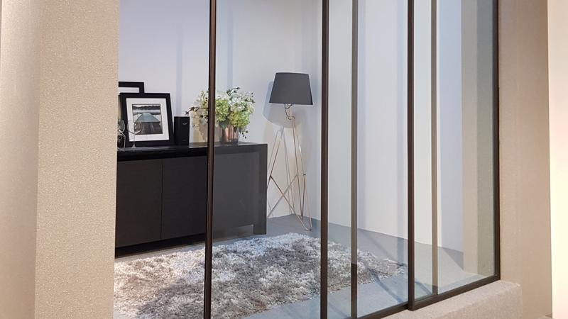 Gian hàng Häfele trưng bày những thiết bị và phụ kiện nội thất thông minh giúp tối ưu hóa không gian đồng thời đảm bảo sự tiện nghi tối đa của người sử dụng.