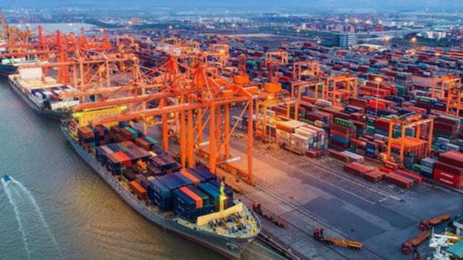 Việt Nam tăng mạnh nhập khẩu trong nửa đầu tháng cuối năm khiến cho cán cân thương mại bất ngờ thâm hụt