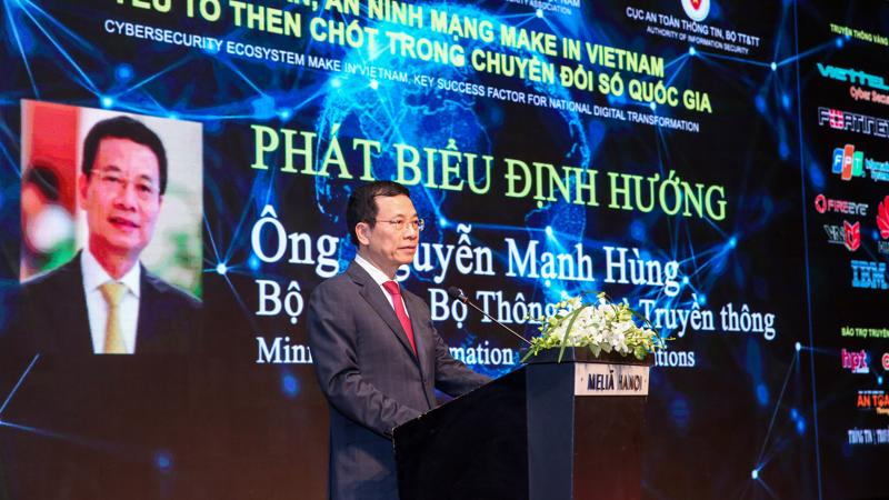 Bộ trưởng Bộ Thông tin và Truyền thông Nguyễn Mạnh Hùng phát biểu tại Hội thảo - Triển lãm quốc tế Ngày An toàn thông tin Việt Nam 2020 sáng 2/12.