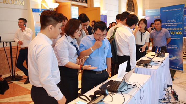 Khách hàng trải nghiệm dịch vụ VCC tại hội thảo.