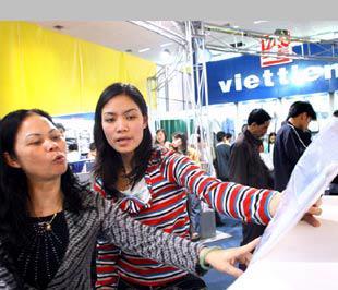 Việt Tiến đã trở thành thành viên Hiệp hội Thiết kế thời trang Đài Loan- Ảnh: Việt Tuấn.