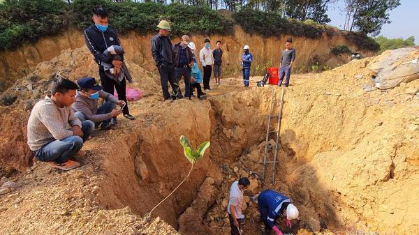Cơ quan chức năng đánh giá, khối lượng chất thải chôn trộm dưới lòng đất ở thôn Lai Sơn là rất lớn, không chỉ là loại mủ pin điện thoại mà còn tương đối nhiều chất khác cả về axít hữu cơ, kim loại nặng.