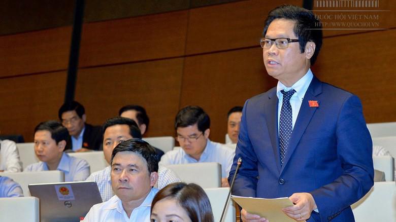 Đại biểu Vũ Tiến Lộc phát biểu tại hội trường.