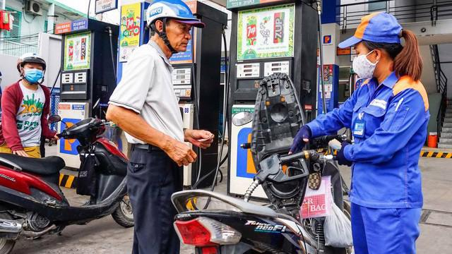 Duy nhất nhập khẩu xăng dầu từ thị trường Hồng Kông là tăng mạnh 452% tuy nhiên lượng nhập khẩu lại rất ít, chỉ 563 tấn. Ảnh minh hoạ