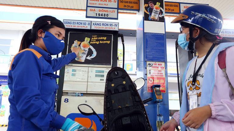 Giá xăng dầu giảm nhẹ đón Tết nguyên đán.