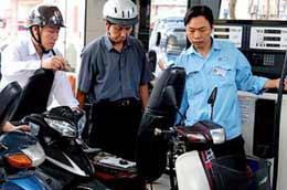 Giá mới của xăng A92 là 15.990 đồng/lít.