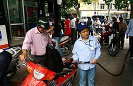 Bộ Công Thương yêu cầu các thương nhân đầu mối phải đảm bảo thực hiện nhập khẩu xăng dầu theo hạn mức Bộ đã giao trong năm 2011.