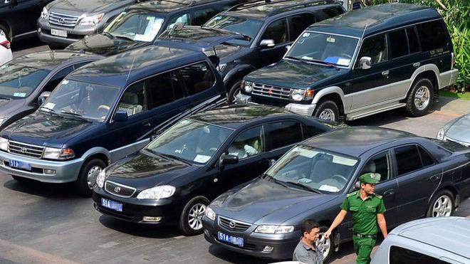 Một số chức danh sẽ được bố trí xe ô tô đưa đón từ nơi ở đến cơ quan, đi công tác với mức giá 920 triệu đồng/xe.