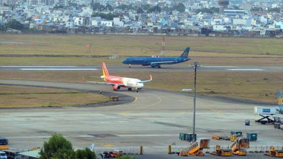Đến năm 2020, sản lượng thông qua các cảng hàng không đạt khoảng 131 triệu hành khách/năm và 2,2 triệu tấn hàng hóa/năm, công suất thiết kế của các cảng hàng không đạt khoảng 144 triệu hành khách/năm và 2,5 triệu tấn hàng hóa/năm.