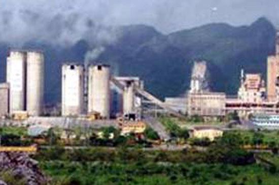 Nhiều nhà máy xi măng đang khó khăn vì không đủ than cho sản xuất.