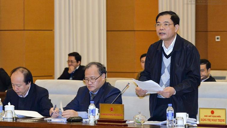 Bộ trưởng Bộ Nông nghiệp và Phát triển nông thôn Nguyễn Xuân Cường trình bày tờ trình của Chính phủ.