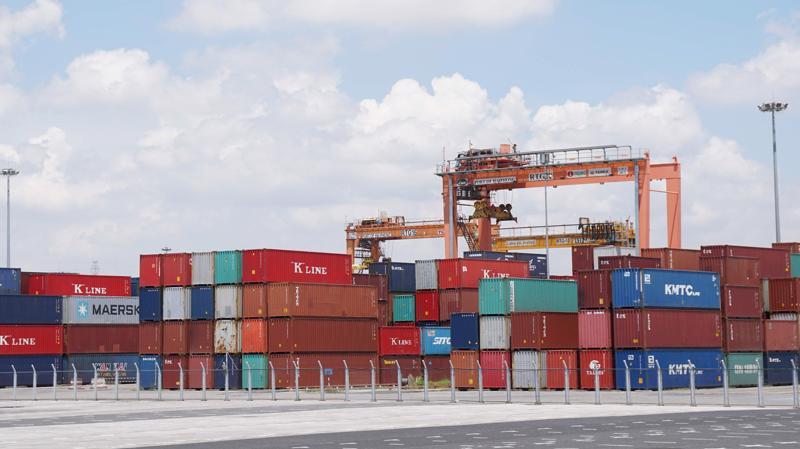 Mặc dù kim ngạch nhập khẩu nửa đầu tháng 9 giảm mạnh gần 25% nhưng cán cân thương mại vẫn thặng dư 189 triệu USD.