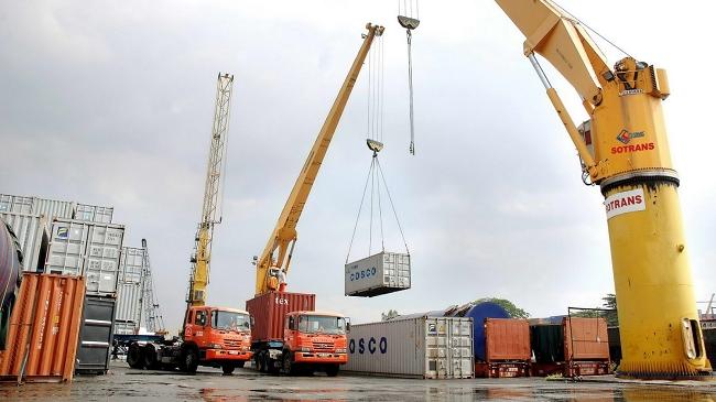 Trong cơ cấu nhóm hàng mà Việt Nam nhập khẩu từ Trung Quốc thì xăng dầu tăng mạnh nhất, với 94,9%.