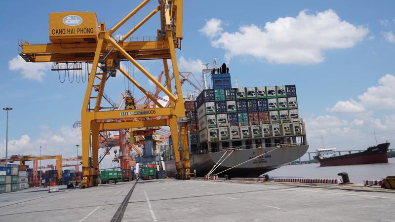 Dầu thô và ô tô vẫn tiếp tục là hai mặt hàng nhập khẩu đạt kim ngạch, sản lượng đáng kể trong nửa đầu tháng 10.