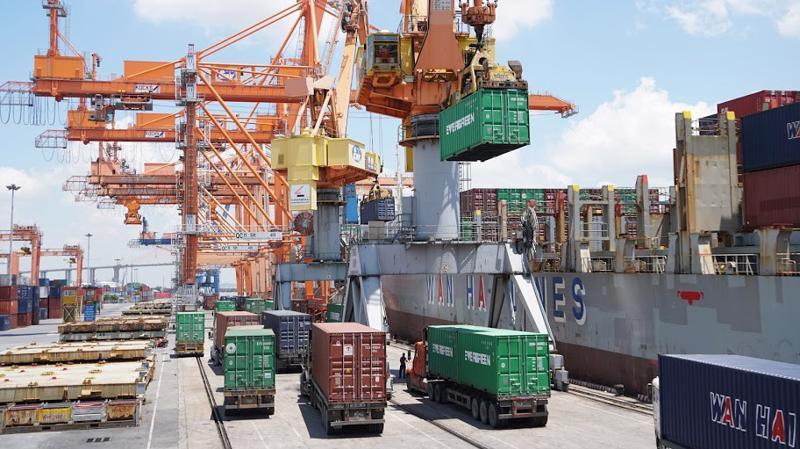 Xuất khẩu mặt hàng điện thoại và linh giảm mạnh đã khiến kim ngạch xuất khẩu tháng 1/2019 giảm theo. Ảnh minh họa: Quang Phúc