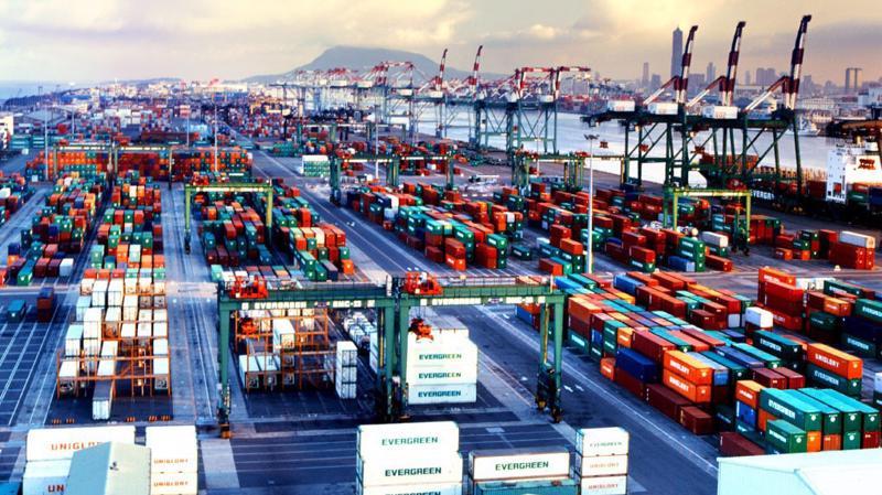 Ước tính trong nửa đầu năm 2018, tổng kim ngạch xuất nhập khẩu hàng hóa của Việt Nam dự kiến đạt 225,29 tỷ USD.