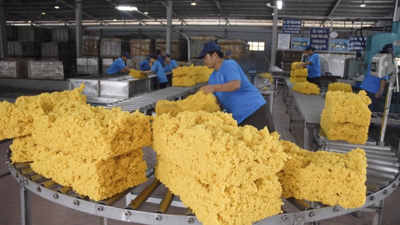 Tính đến ngày 15/3/2018, giá xuất khẩu cao su trung bình ở mức 1.477 USD/tấn, thấp hơn 27,5% so với mức giá xuất khẩu trung bình cùng kỳ năm trước.