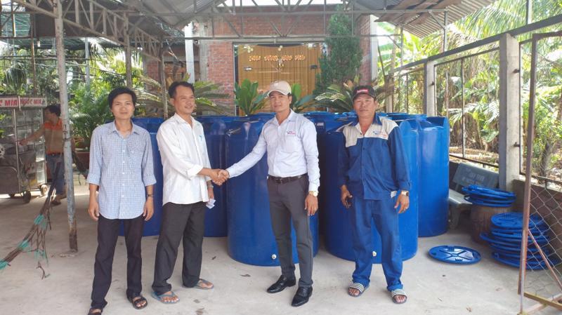 Tập đoàn Tân Á Đại Thành hy vọng chương trình lần này sẽ giúp bà con huyện Châu Thành có thêm dụng cụ chứa nước sạch để cải thiện tình hình nguồn nước, mang lại sự đảm bảo cho sức khỏe gia đình.