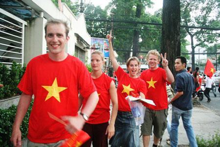 Việt Nam hiện nay đang áp dụng hệ thống miễn visa 30 ngày cho khách du lịch đến từ các nước ASEAN (trừ Brunei có thời hạn 14 ngày) và trong thời hạn 15 ngày đối với khách du lịch đến từ các nước Đan Mạch, Na Uy, Phần Lan, Thụy Điển, Nhật Bản, Hàn Quốc và Nga - Ảnh: DT.