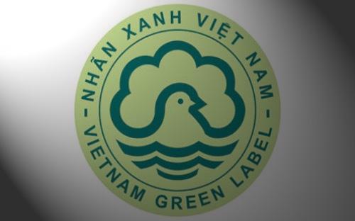 """Các doanh nghiệp sản xuất các sản phẩm thân thiện với môi trường được Bộ Tài nguyên và Môi trường gắn """"Nhãn xanh Việt Nam""""."""