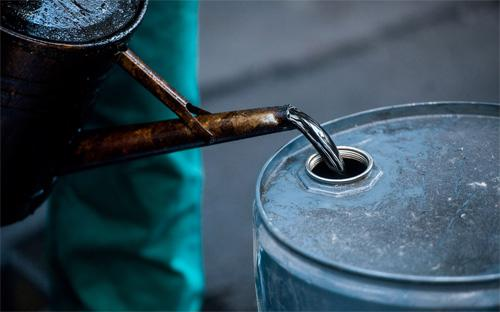 Diễn biến giá dầu thô thế giới từ đầu năm 2015 đến nay vẫn rất phức tạp, tăng giảm đan xen.