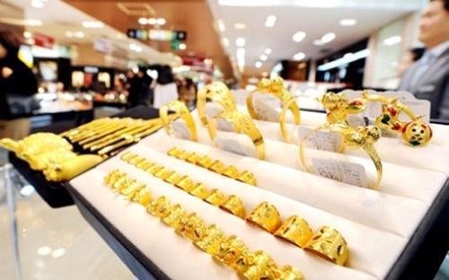 Lần đầu tiên thị trường vàng nữ trang Việt Nam có một khung pháp lý quy  định khá toàn diện các quy chuẩn, tạo cơ sở để tăng cường bảo vệ lợi ích  của người tiêu dùng và sự minh bạch trên thị trường.