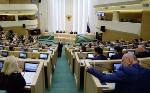 Hiện các nhà làm luật Nga đang xem xét dự luật cho phép Moscow đóng băng tài sản và tài khoản của các cá nhân  và công ty phương Tây trong trường hợp nước này bị áp lệnh trừng phạt  liên quan tới khủng hoảng Ukraine.